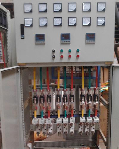开关,在超温报警时控制交流接触器切断加热器电源